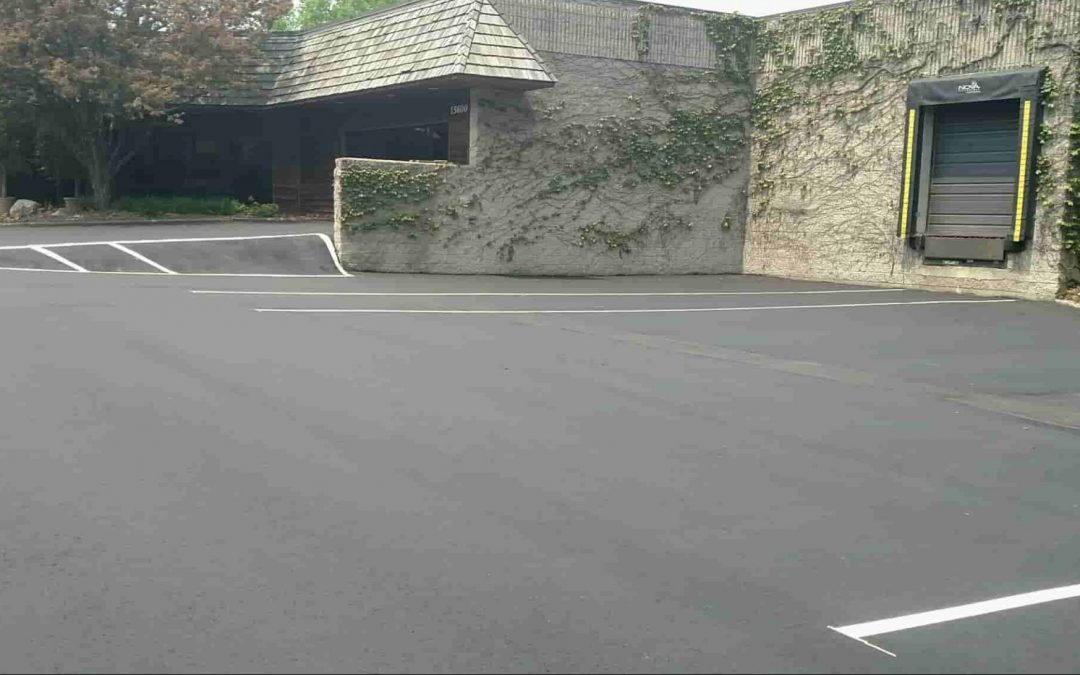 Commercial Asphalt – When Is It Time to Replace