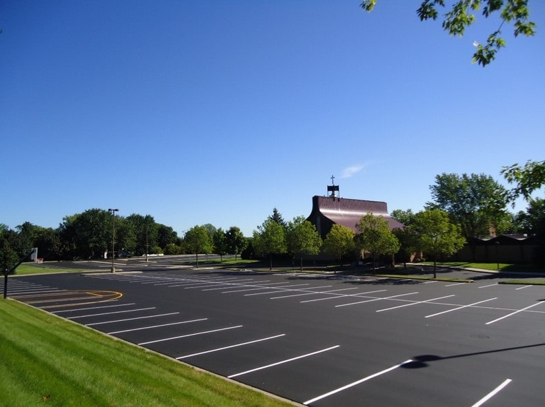 What to Expect When Hiring a Paving Company for a New Parking Lot